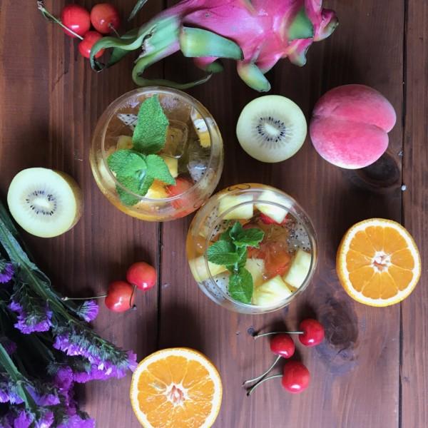 旬な果物のサングリア